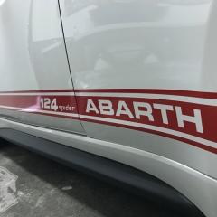 アバルト 124スパイダー シール ステッカー サイドスカート 東京 カーラッピング 港区