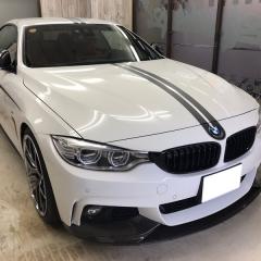 センターストライプ レーシングライン BMW M4 ロゴ カーラッピング 東京 浅草