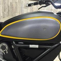 カーボン ラッピング バイク スクランブラー ドゥカティ カスタム ドレスアップ 東京 台東区
